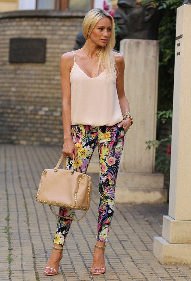 How to Wear Floral Pants and Look Glamorous and Chic 2019