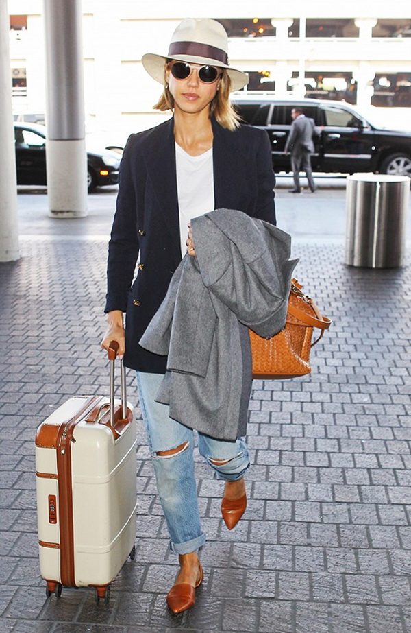 What To Wear When Traveling - Airport Street Style