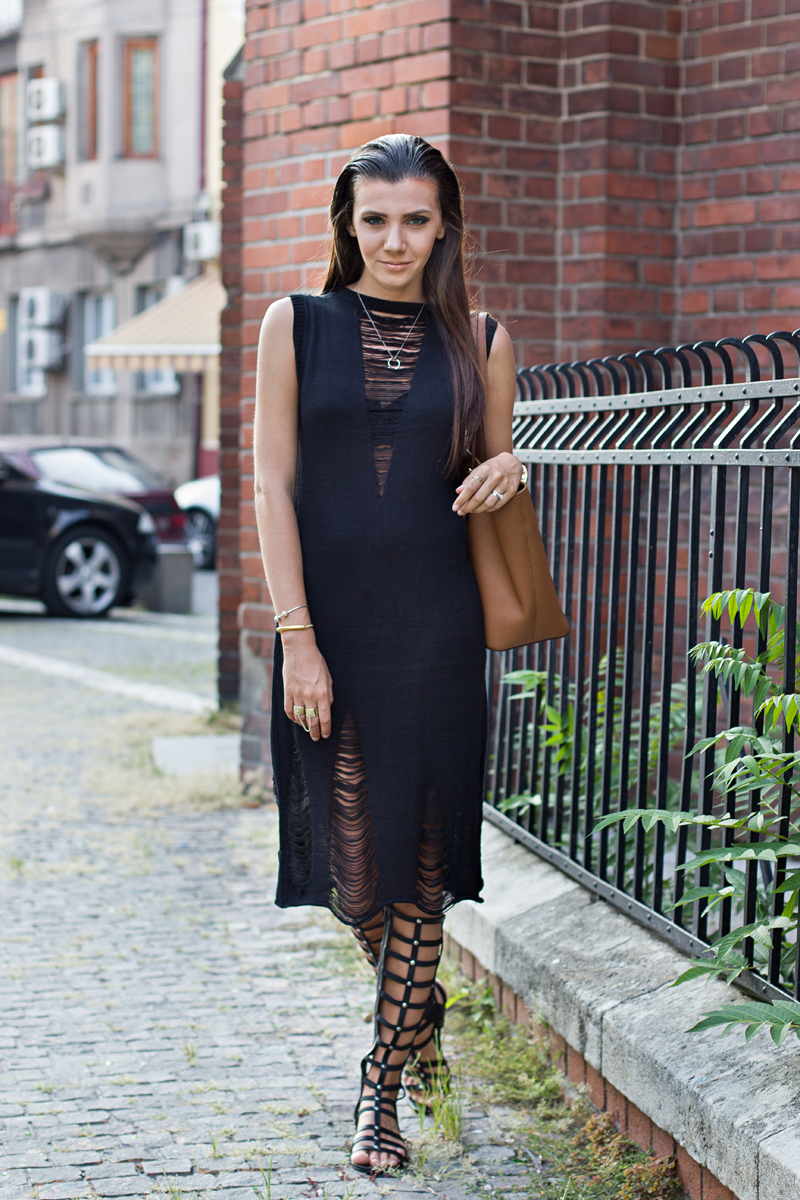 how to wear gladiator sandals with leggings