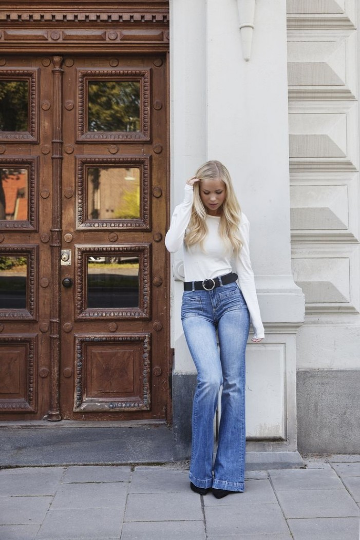 Non-Boring 22 Ways To Wear Flare Jeans 2020