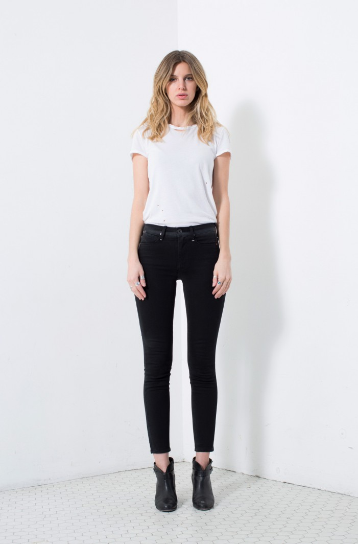High-Waisted Black Jeans Street Style