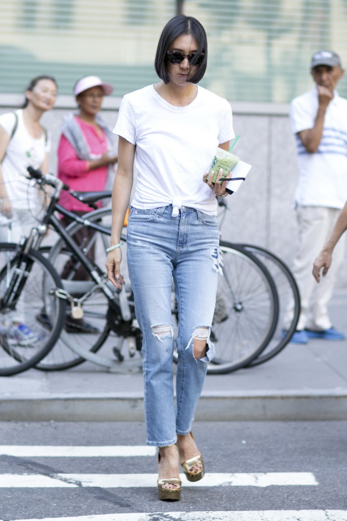 High-Waisted Jeans For Underlining Your Individuality 2021