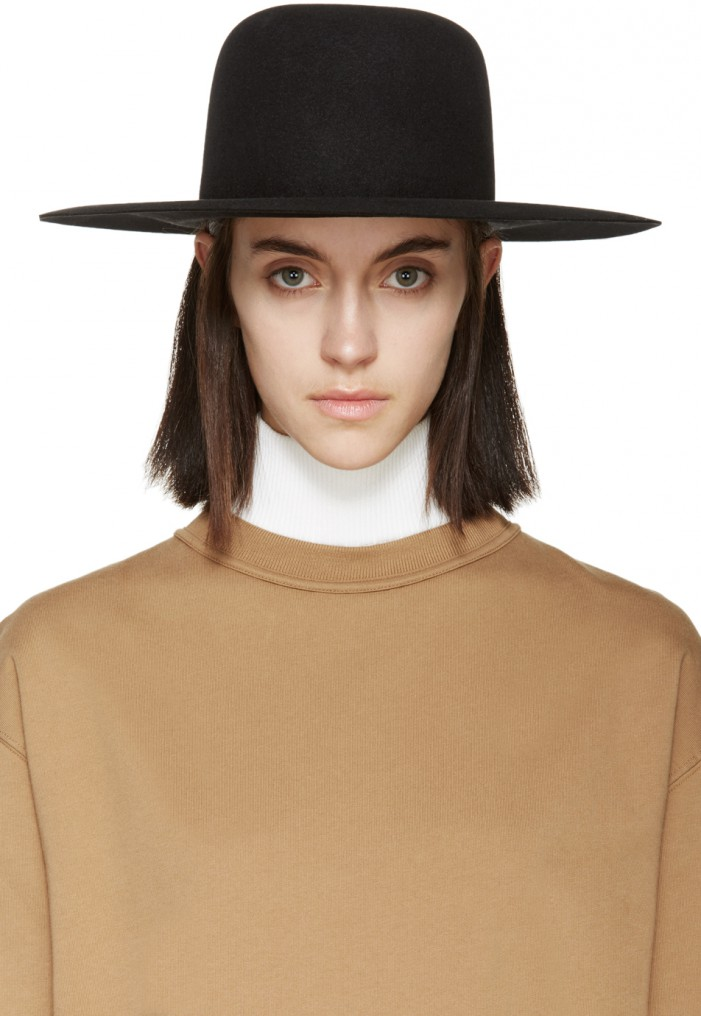 The Best Wide-Brim Hats for Fall And How To Style Them