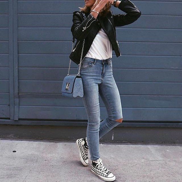 Black Leather Jacket With White Tee, Wash Blue Skinny Jeans And Trainers 2020