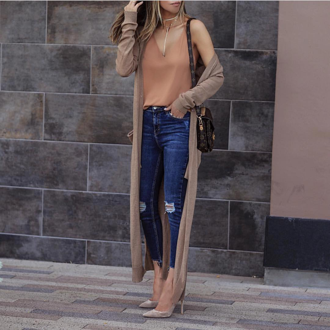 Maxi Beige Cardigan With A Nude Top And Ripped Jeans For Spring 2020
