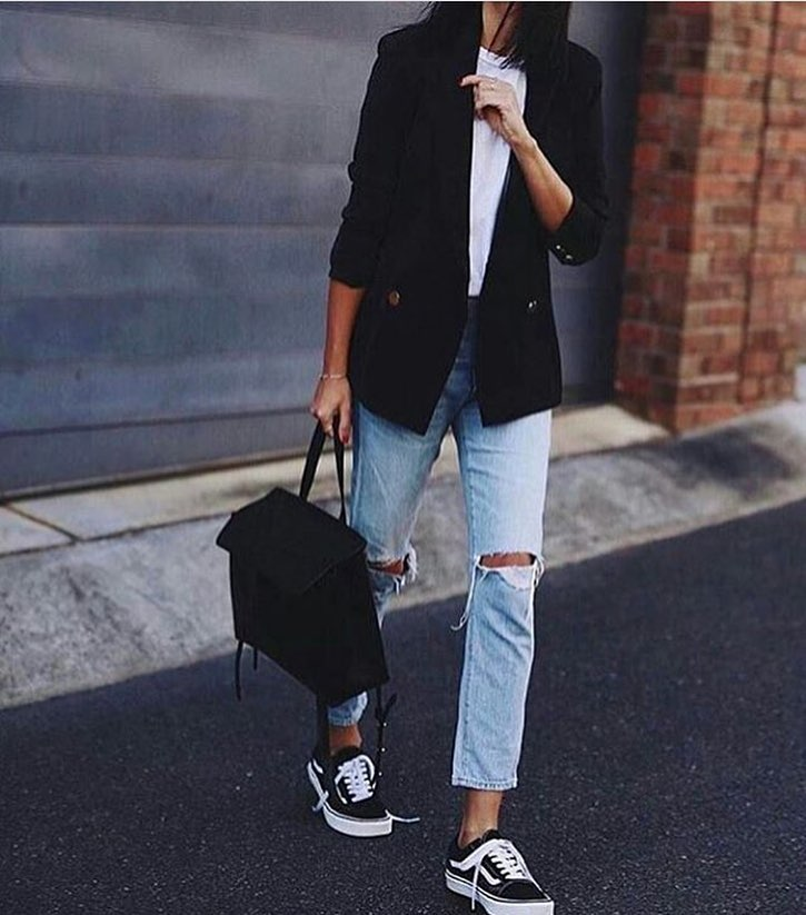 Black Blazer And Boyfriend Jeans For Spring 2019