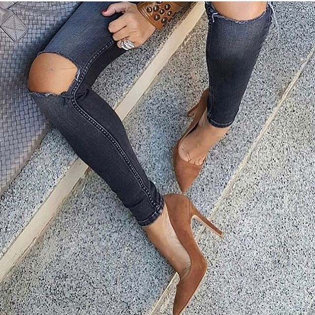 Beige Heeled Pointed Toe Pumps And Knee-Ripped Jeans In Grey 2021