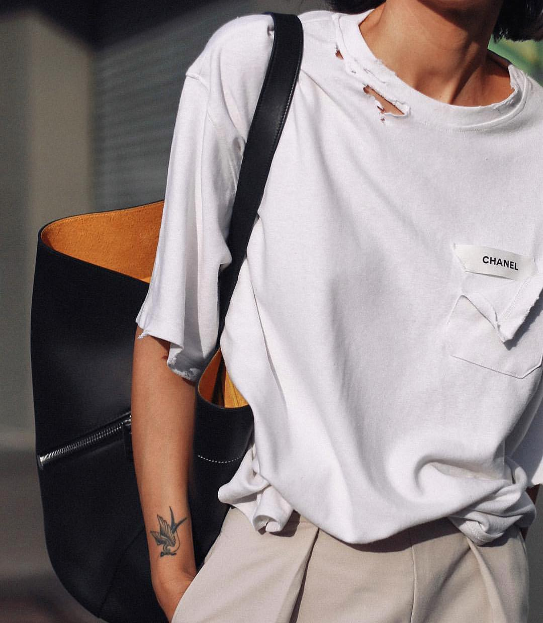 Ripped White Tee In Oversized Fit And Big Tote Bag In Black For Summer 2019