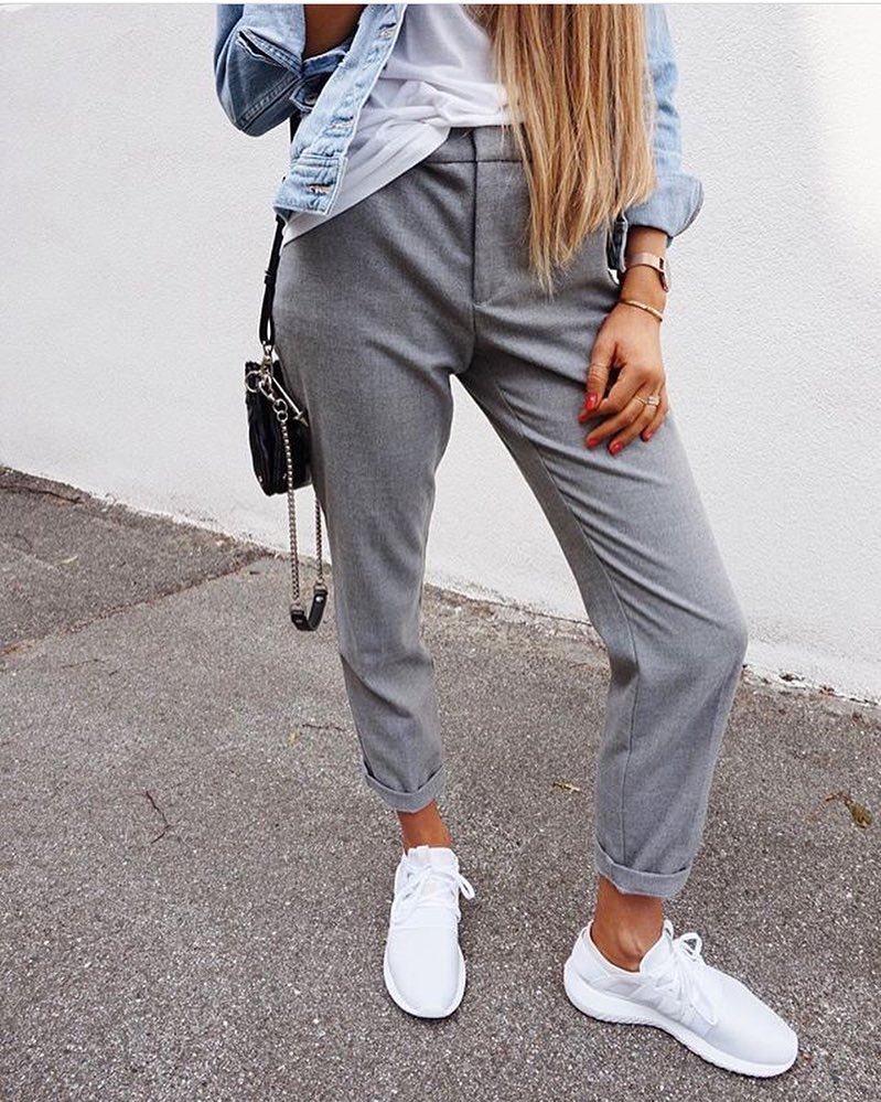 Can I Wear Light Grey Tailored Pants With White Sneakers This Summer 2019