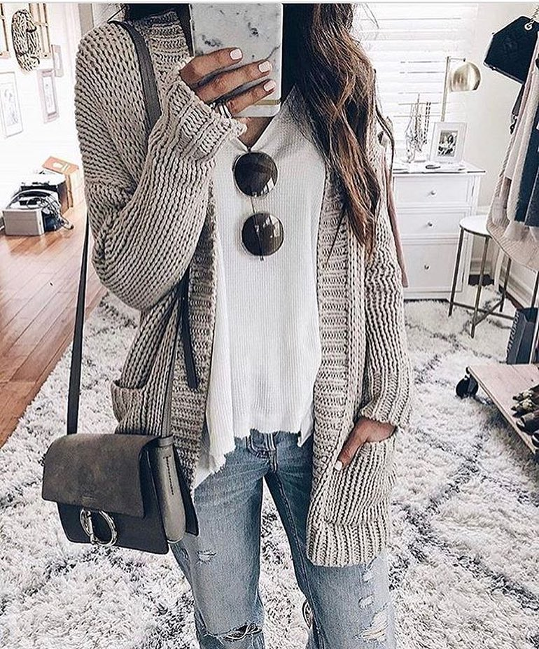 Chunky Cream Grey Cardigan With White Tee And Ripped Jeans For Spring 2019