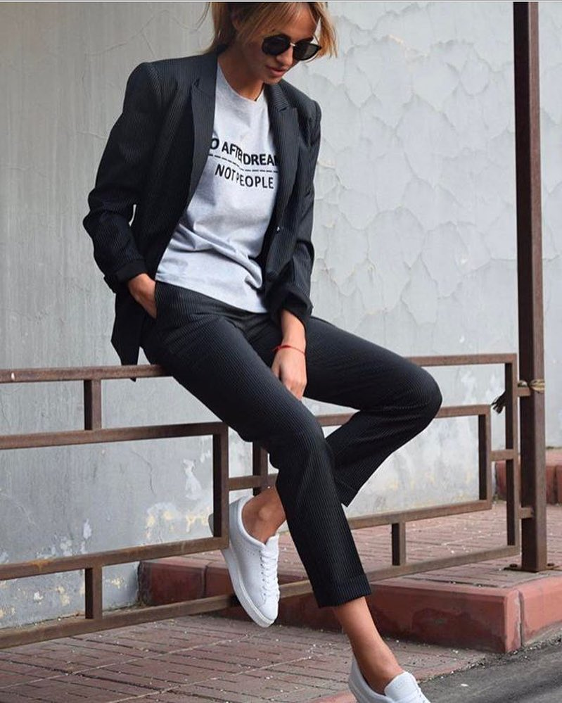 How To Wear Black Suit With White Tee And White Sneakers 2021