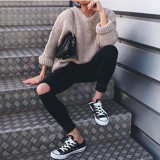 Cream Sweater With Black Skinny Jeans And Black Trainers 2020