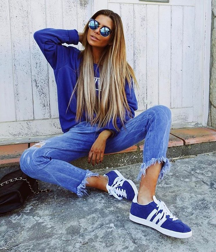 How To Style Bright Blue Sweatshirt With Frayed Jeans And Blue Kicks 2019