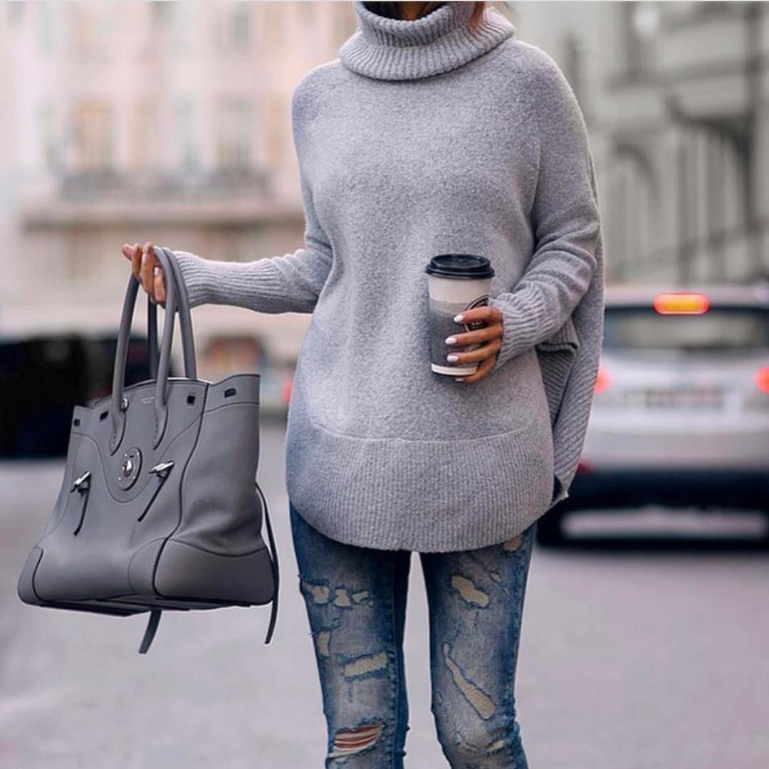 Oversized Turtleneck Sweater In Grey With Ripped Jeans For Fall 2019