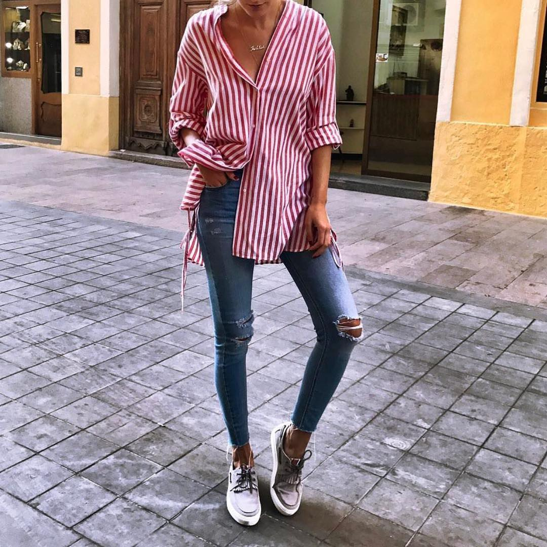 White-Red Pinstripe Shirt And Ripped Skinny Jeans In Wash Blue For Summer 2019