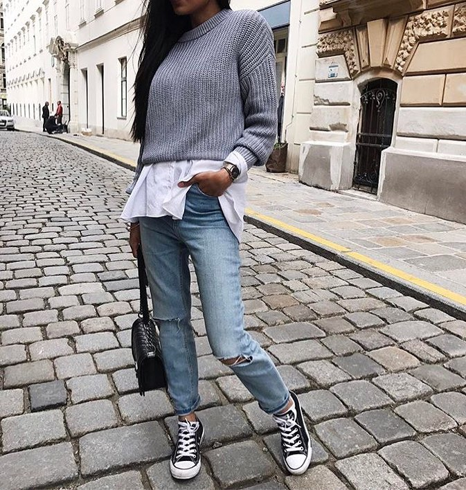 Grey Sweater With White Shirt And Knee Ripped Jeans For Spring 2019