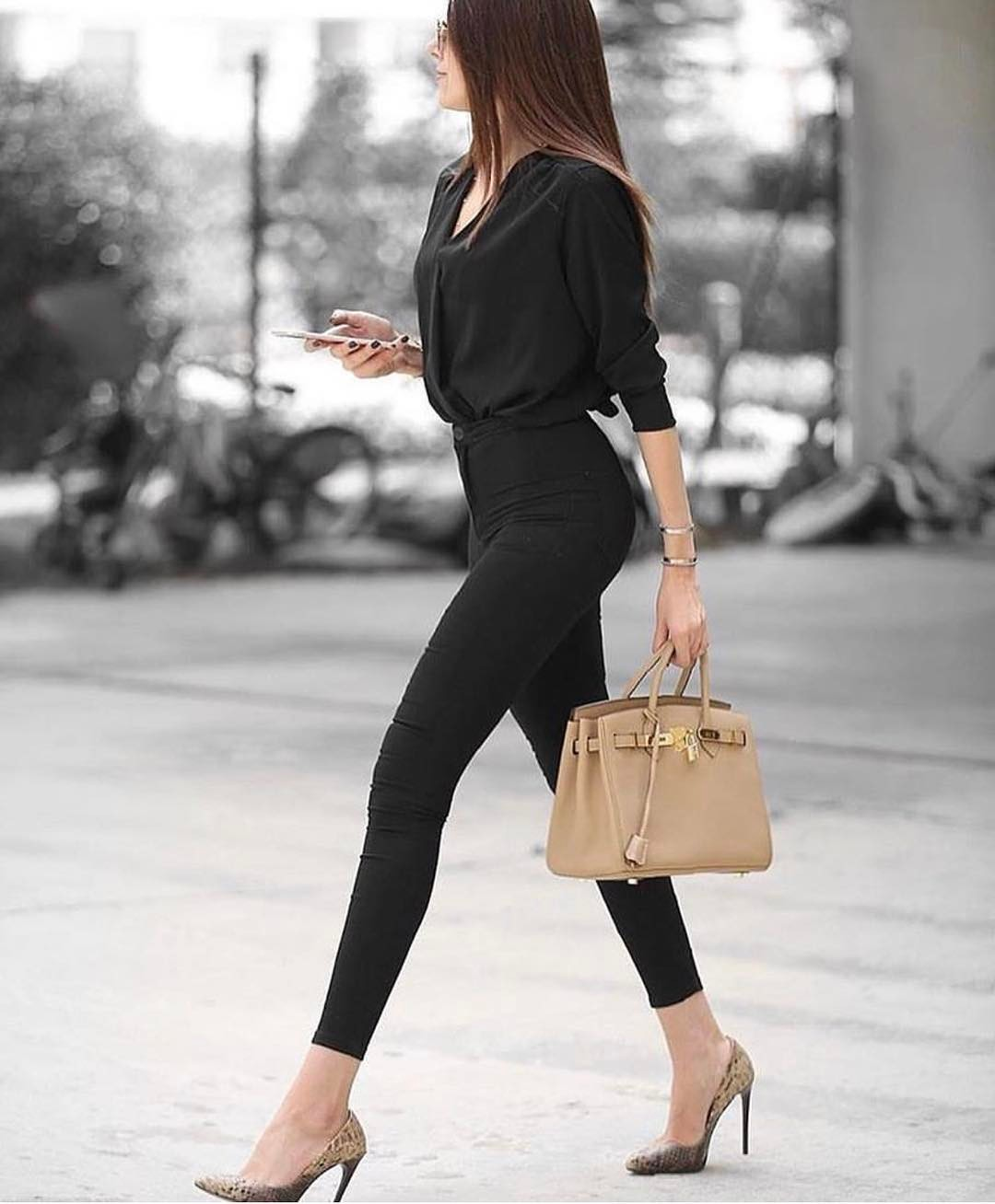 All In Black Outfit With Snakeskin Print Heeled Pumps 2019