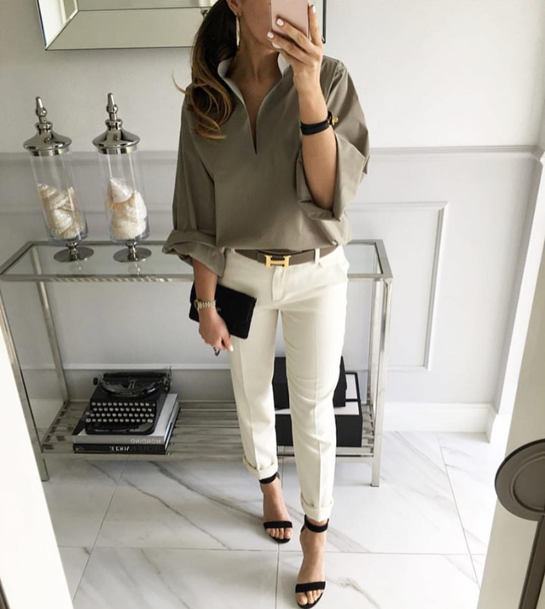 Khaki Blouse And White Skinny Jeans For Summer 2019
