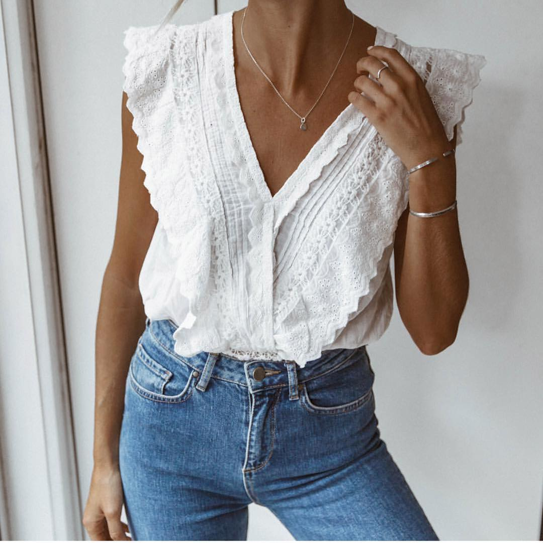 White Sleeveless V-neck Blouse With Wash Blue Skinny Jeans For Summer 2020