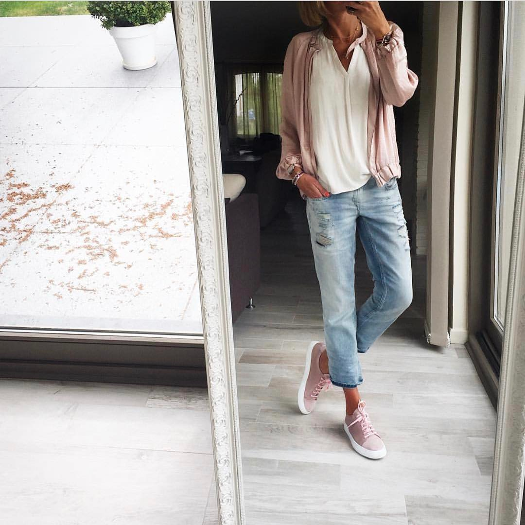Blush Bomber With White Blouse And Ankle Jeans: Sweet Normcore Look 2021