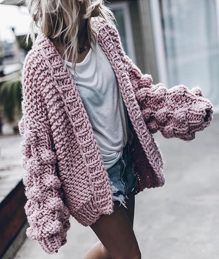 Oversized Chunky Knit Blush Cardigan With White Tee And Denim Cut-Offs 2020