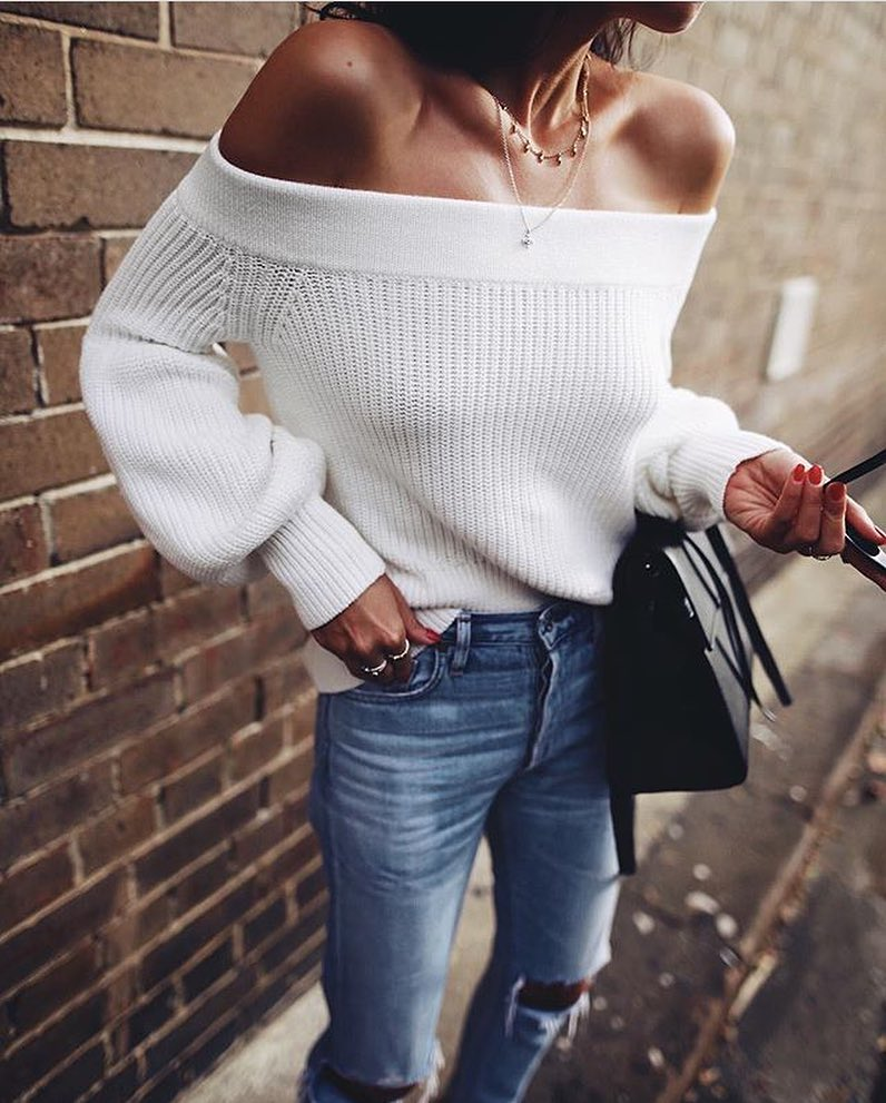 Off-Shoulder White Sweater And Wash Blue Knee-Ripped Jeans For Spring 2019