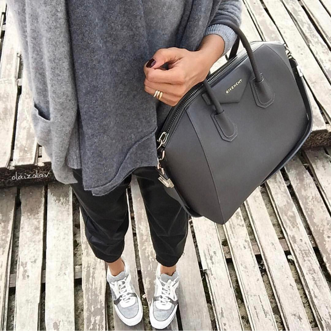 Grey Sweater With Black Joggers And Grey Sneakers For Fall Street Walks 2019