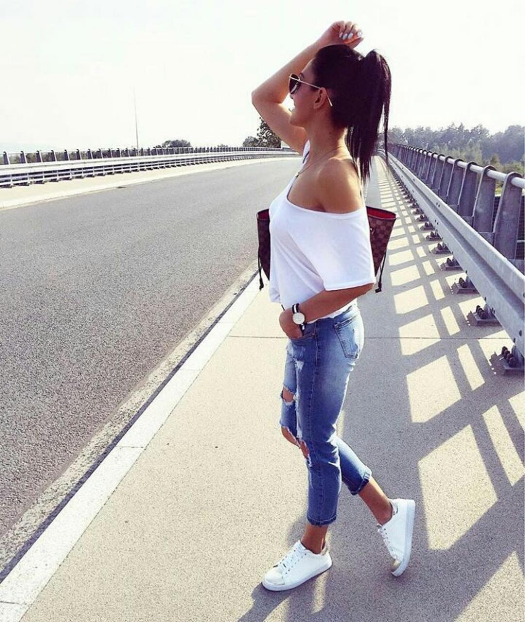 White Off Shoulder Top And Ripped Jeans With White Sneakers For Summer 2019