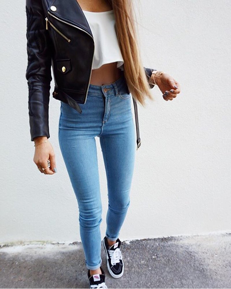 Can I Wear Black Leather Jacket With White Crop Top And Blue Skinny Jeans 2021