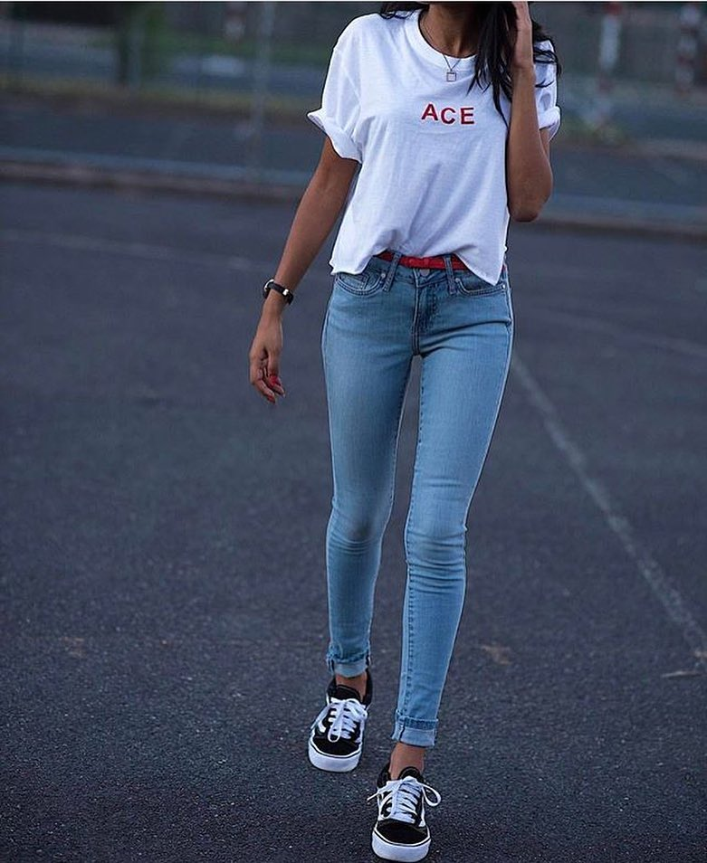 Light Blue Skinny Jeans With White Tee And Black Trainers 2019