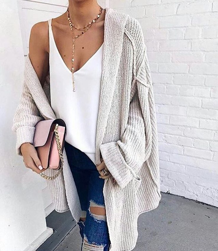 Oversized Cardigan In Cream Grey With White Long Top And Ripped Jeans 2019