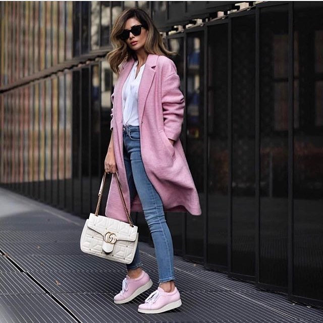 Light Pink Coat With White Shirt, Blue Skinny Jeans And Blush Flat Shoes 2019