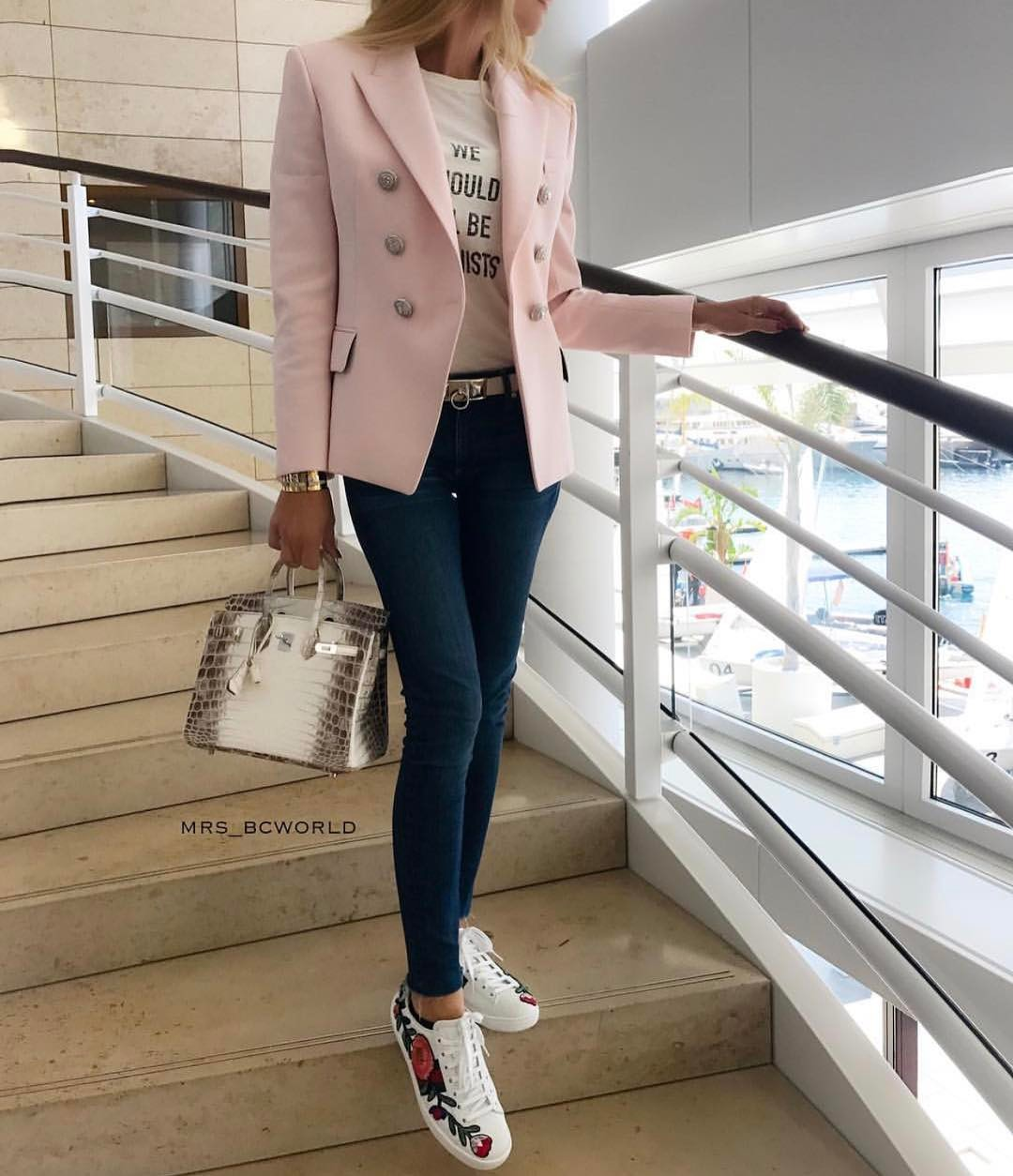 Blush Blazer With Dark Blue Skinny Jeans And Floral Print White Sneakers 2019