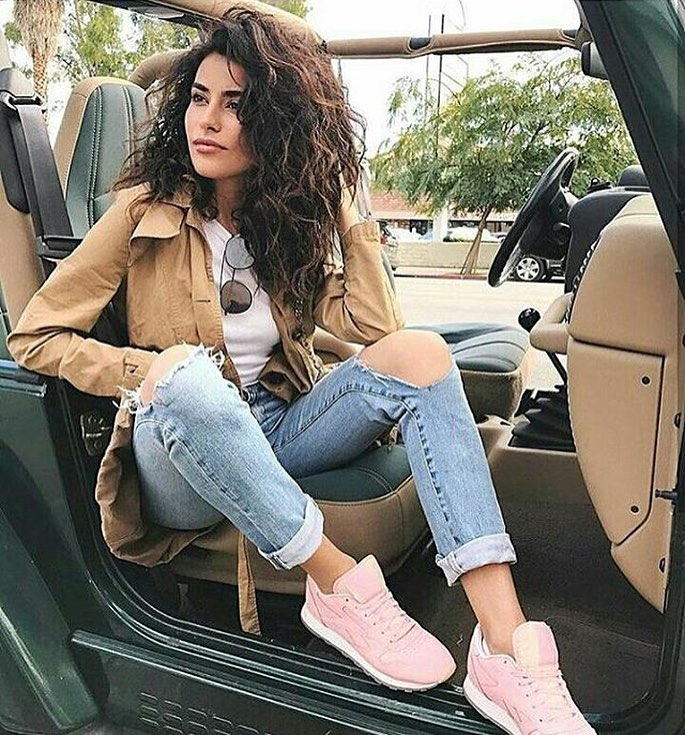 Beige Trench Coat With White Tee, Ripped Jeans And Blush Kicks: Road Trip Essentials 2021