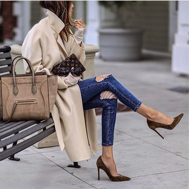 Oversized Beige Coat With Ripped Skinnies And Brown Suede Heels 2021