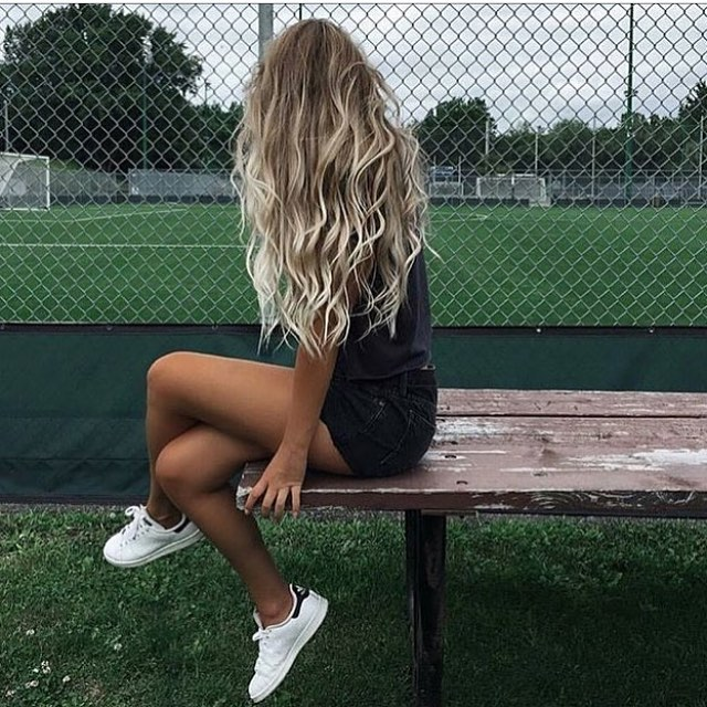 Black Denim Shorts And White Sneakers A Good Match For Summer 2021