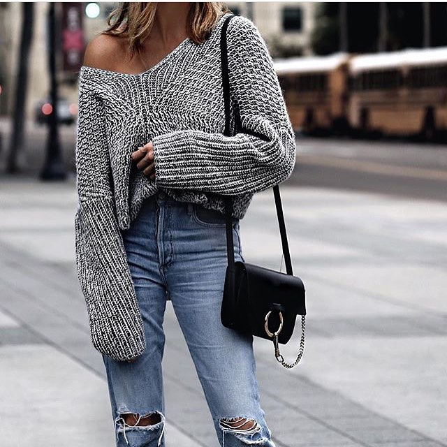 Oversized Drop-Shoulder Sweater And Knee-Ripped Jeans For Spring 2019