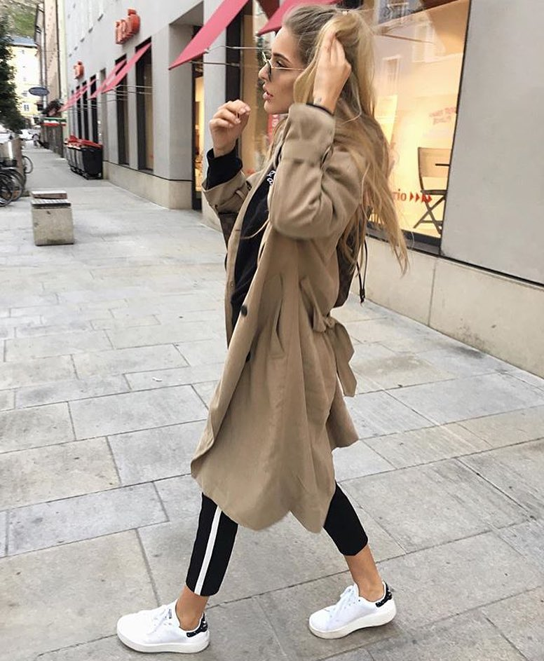 How To Style Long Beige Trench Coat With Black Joggers And White Kicks 2020