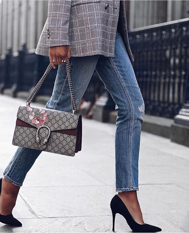 Plaid Blazer In Grey With Slim Jeans And Black Pumps 2019