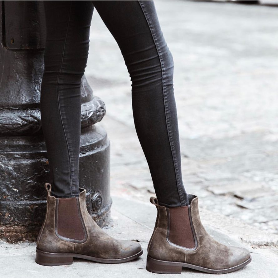 How To Wear Chunky Brown Chelsea Boots This Fall 2020