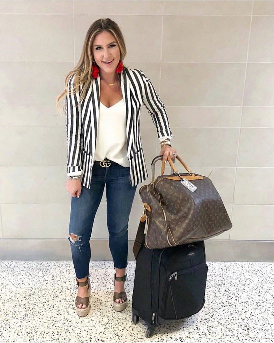 Can I Wear Striped Blazer With Ripped Jeans At Airport 2019