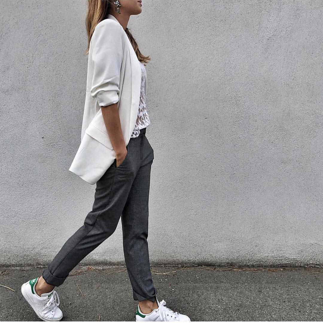 Cream White Blazer And Grey Pants With White Sneakers For Casual Fall Street Walks 2020