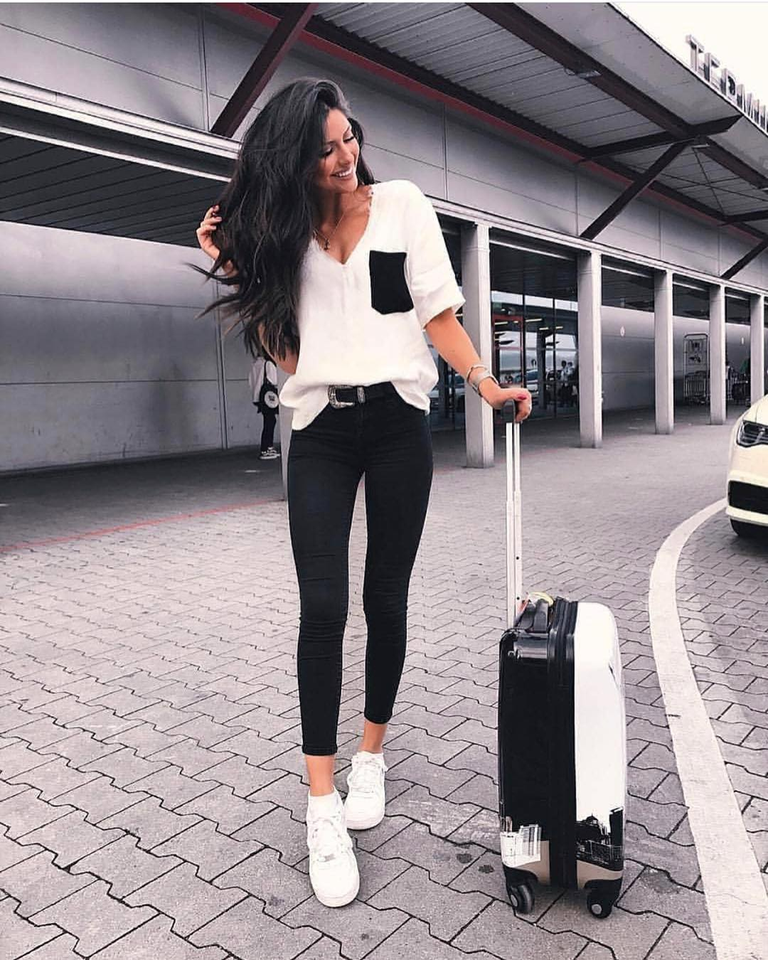 Black White OOTD For Airport 2020