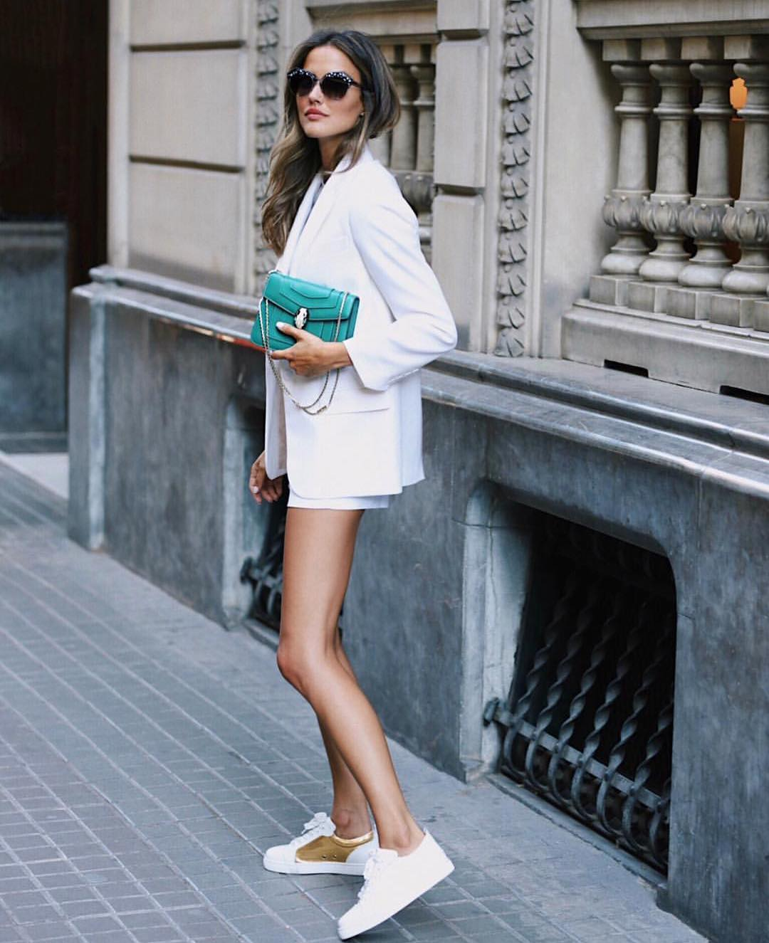 All White Look For Summer: Blazer, Shorts And Sneakers 2019